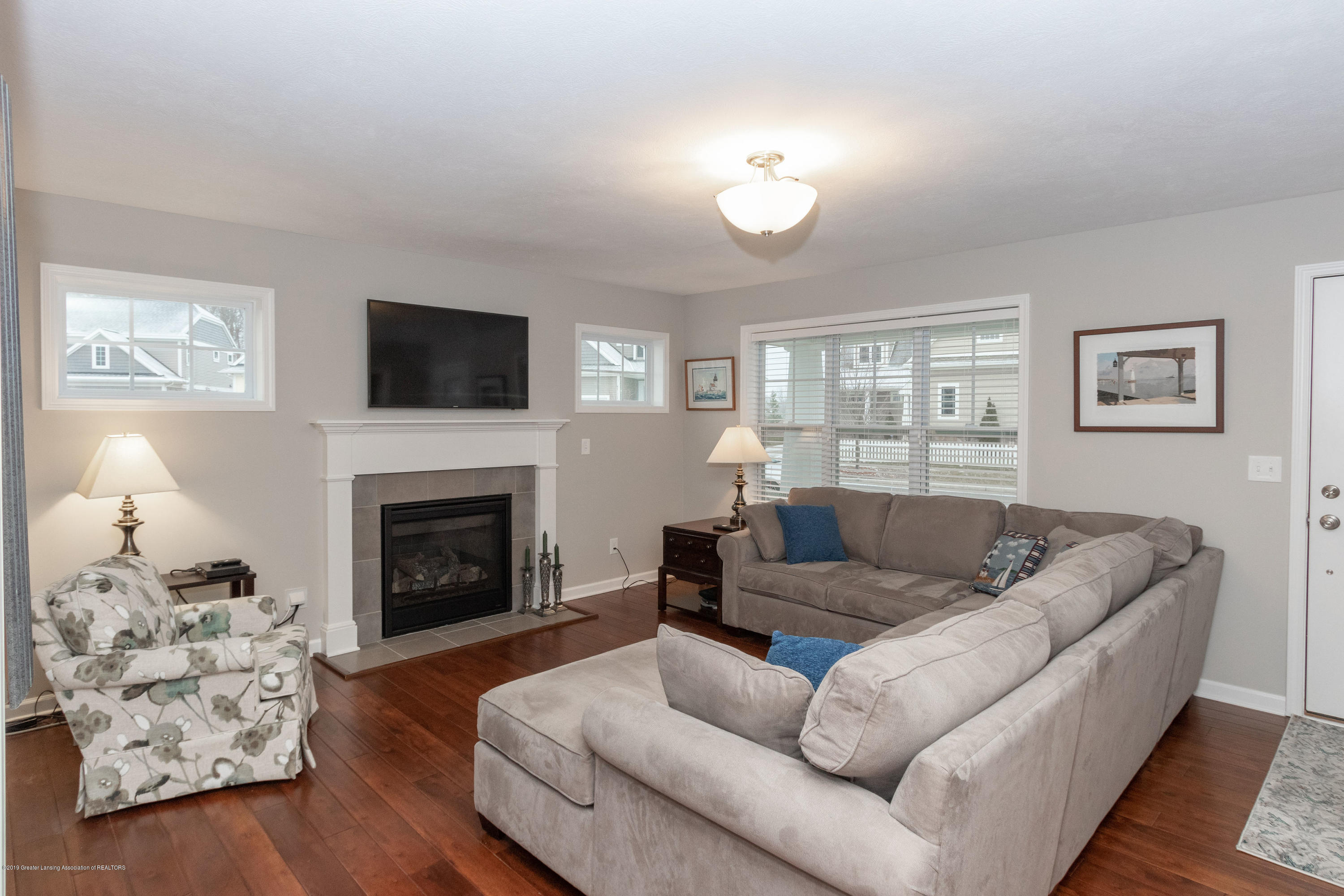 3805 Zaharas Ln - Living Room - 7