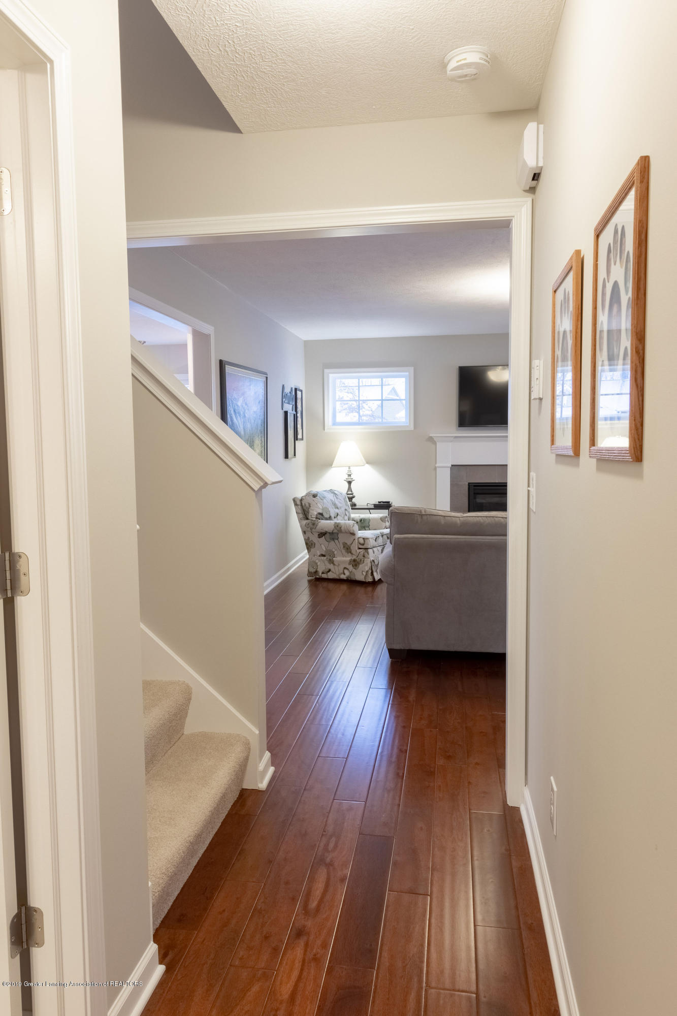 3805 Zaharas Ln - Hallway to Living Room - 27