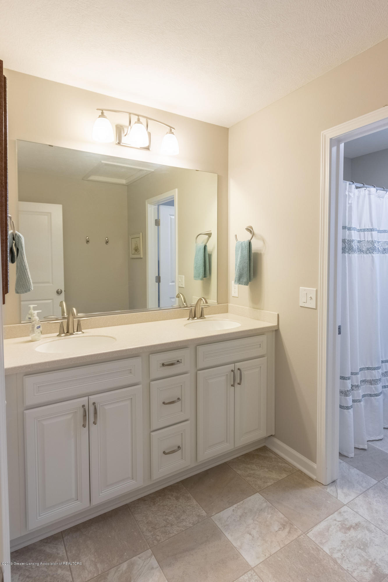 3805 Zaharas Ln - Full Upper Level Bath - 35