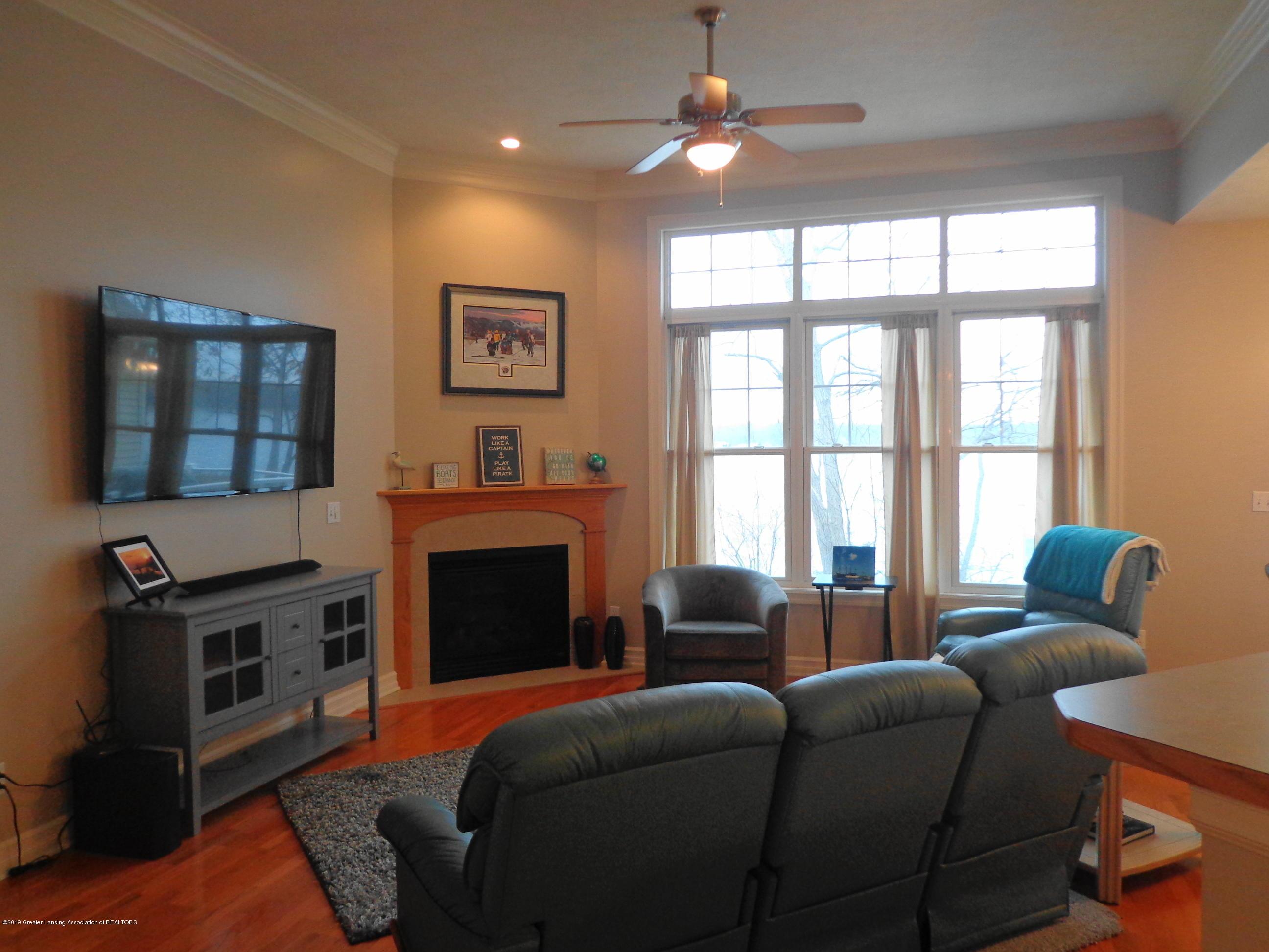 6230 Hilltop Ct 6 - living room 1 - 4