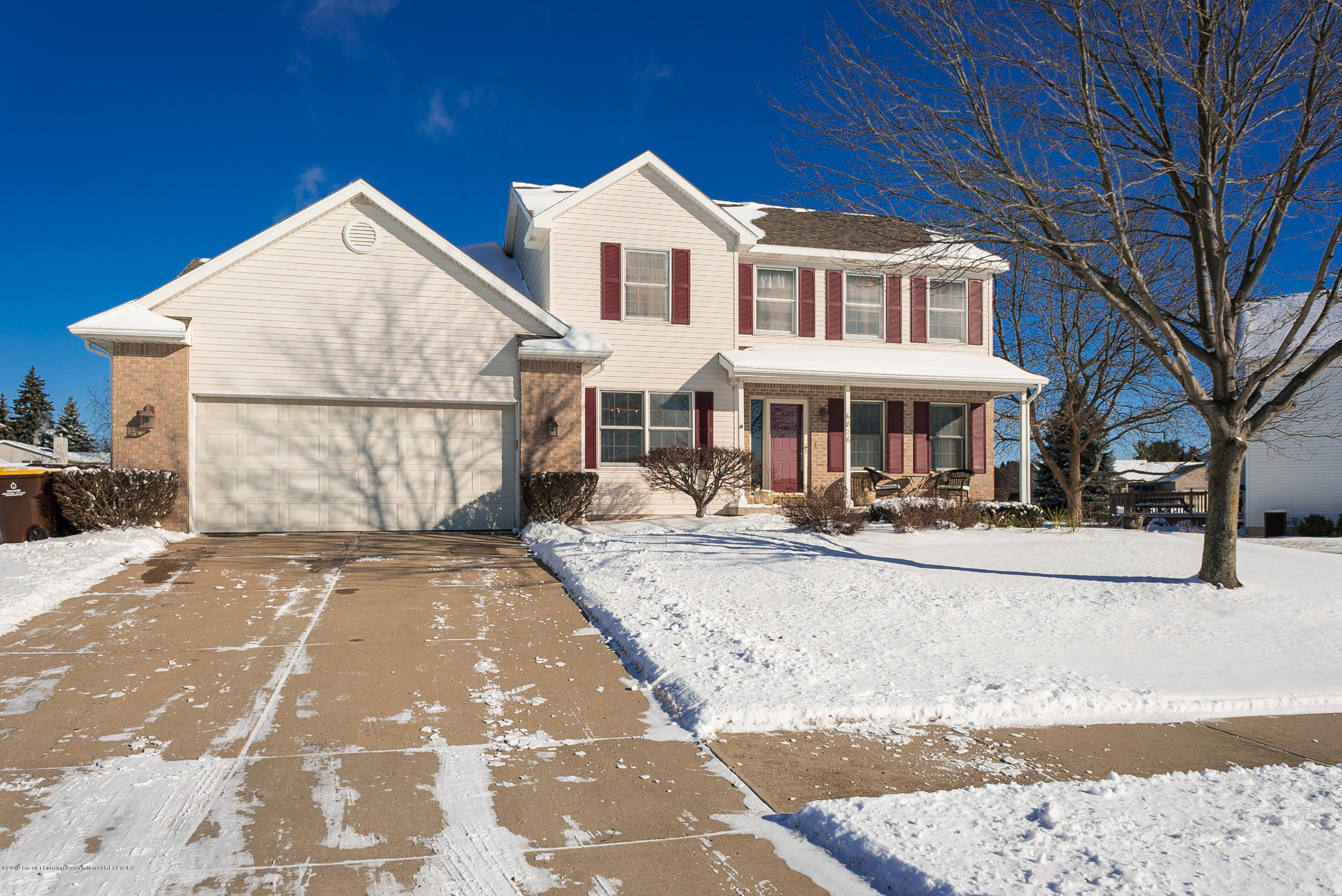 6826 French Creek Dr - 01 6826 French Creek Outside1 - 1