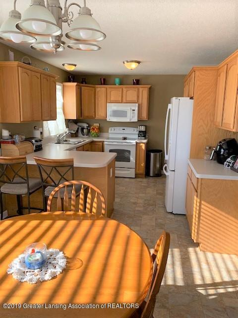 1102 Kelcrasta Dr - Dining to Kitchen view - 9