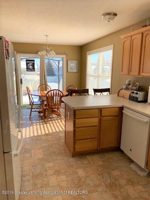 1102 Kelcrasta Dr - Kitchen to dining view - 10