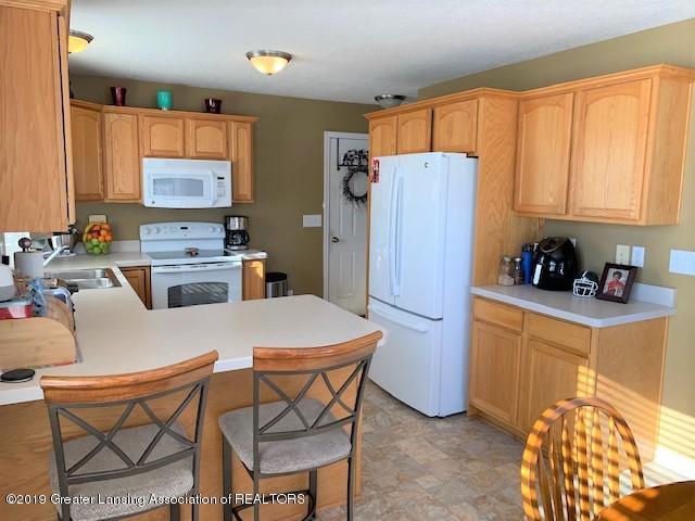 1102 Kelcrasta Dr - Kitchen view to garage door - 12