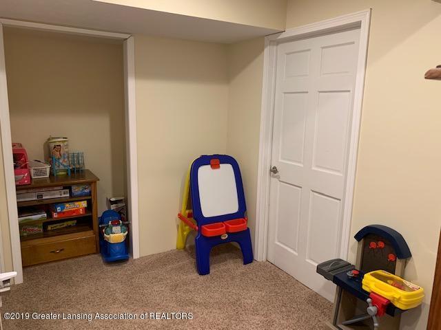 1102 Kelcrasta Dr - LL Family room 3 - 26