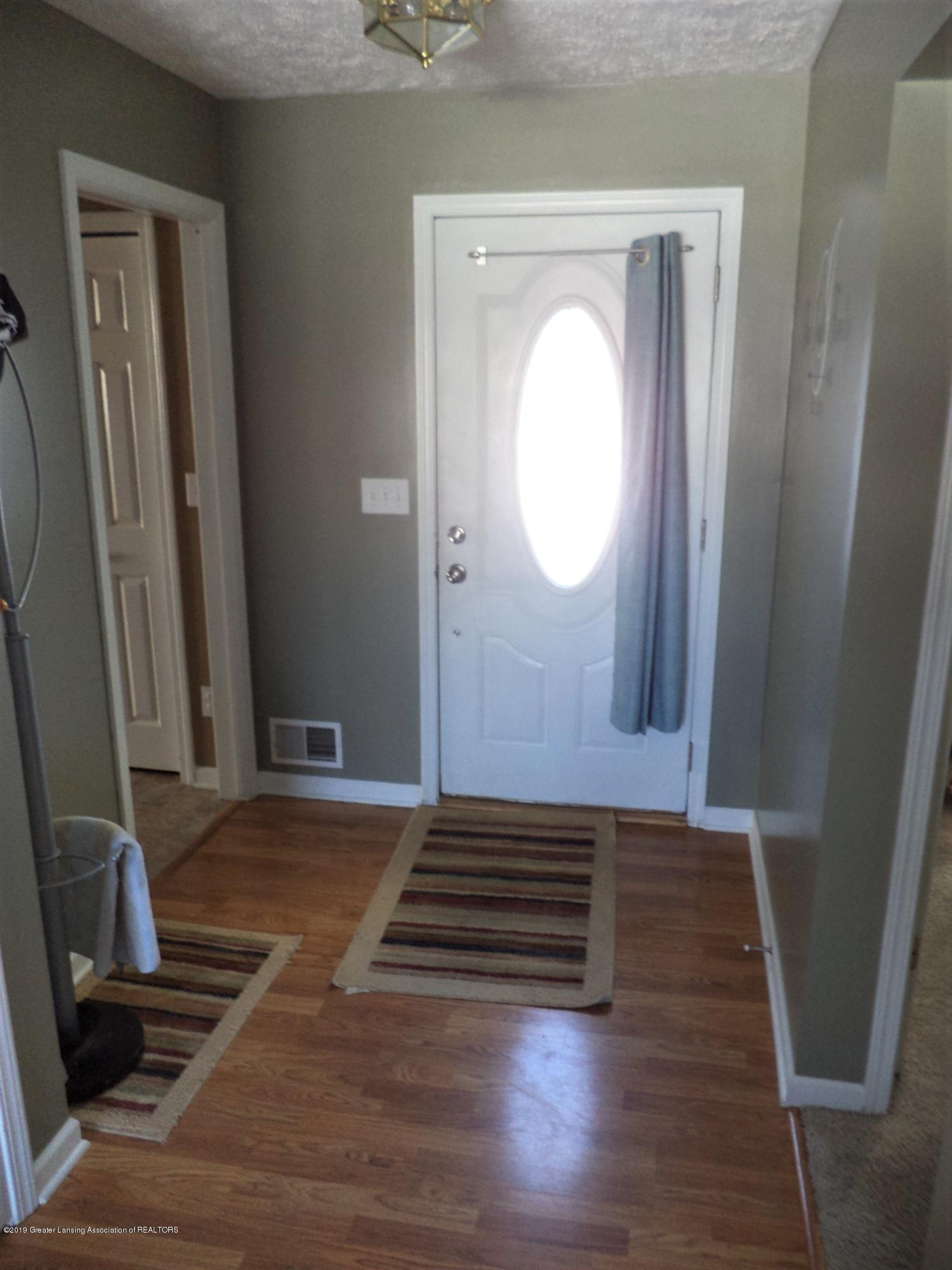 1102 Kelcrasta Dr - Front entry foyer - 2