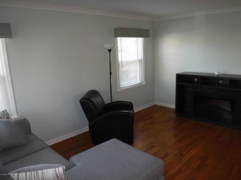 1636 Melrose Ave - 2 LivingRoom - 10