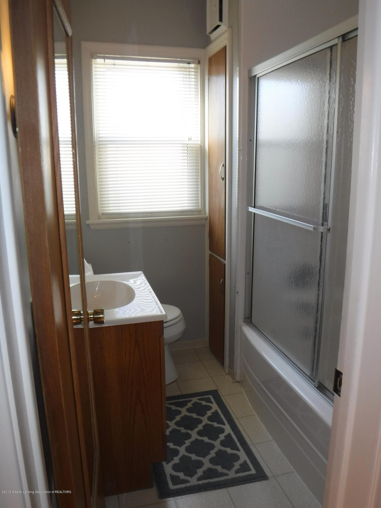 1636 Melrose Ave - 10 Bathroom - 18