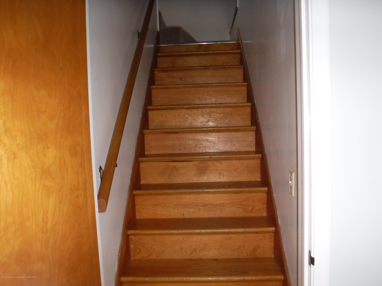 1636 Melrose Ave - 11 Stairway - 19