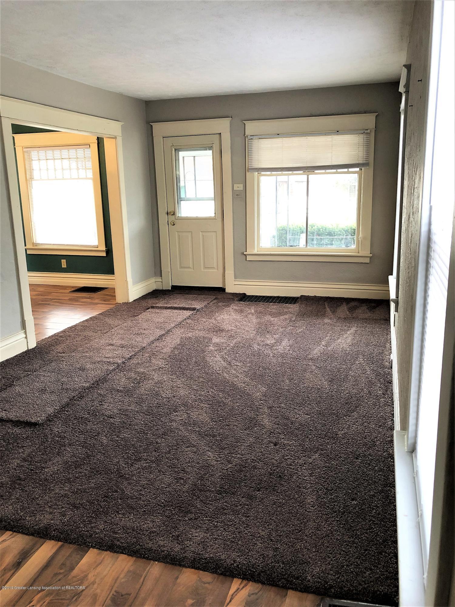 1613 S Cedar St - Living Room 2 - 3