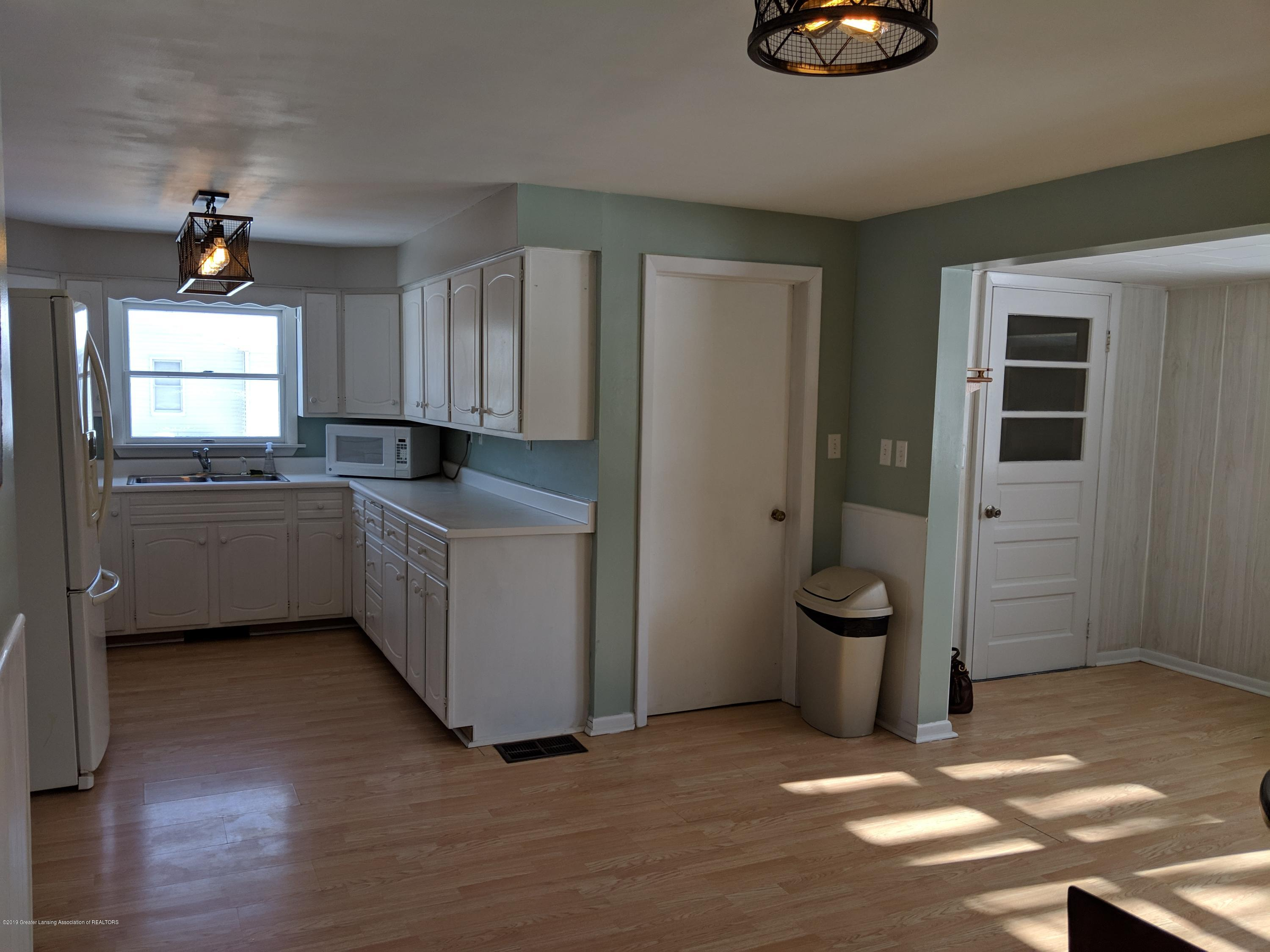 2240 E Howell Rd - Kitchen - 13