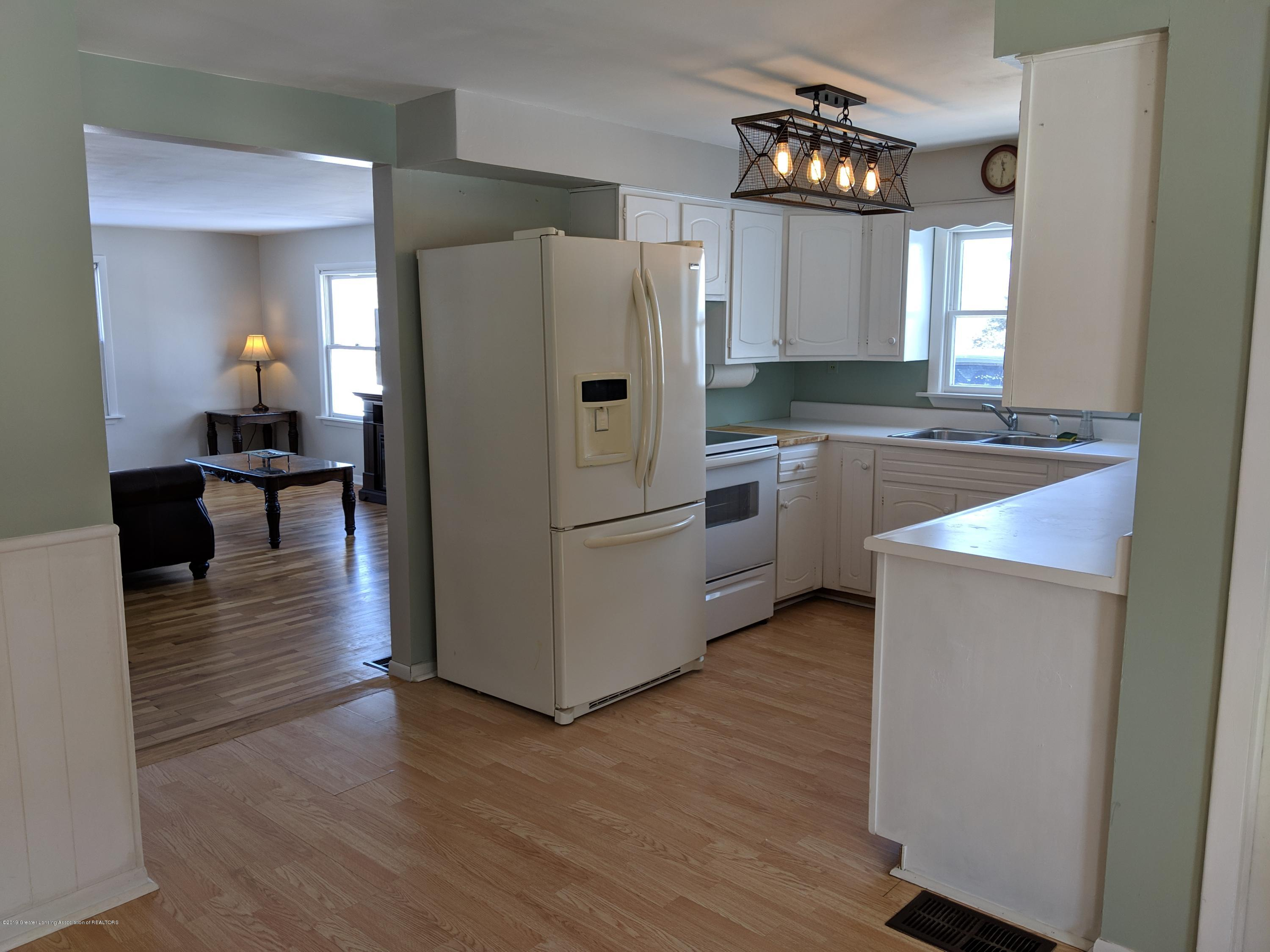 2240 E Howell Rd - Kitchen - 12