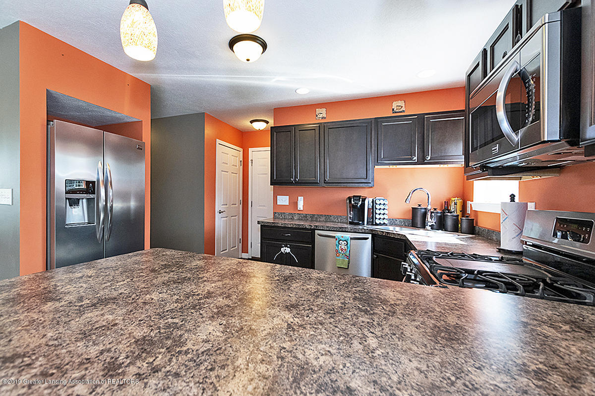 2117 Winners Cir - SPACIOUS KITCHEN - 11