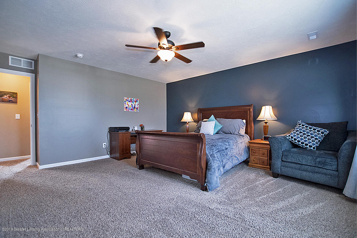 2117 Winners Cir - LARGE MASTER BEDROOM - 16