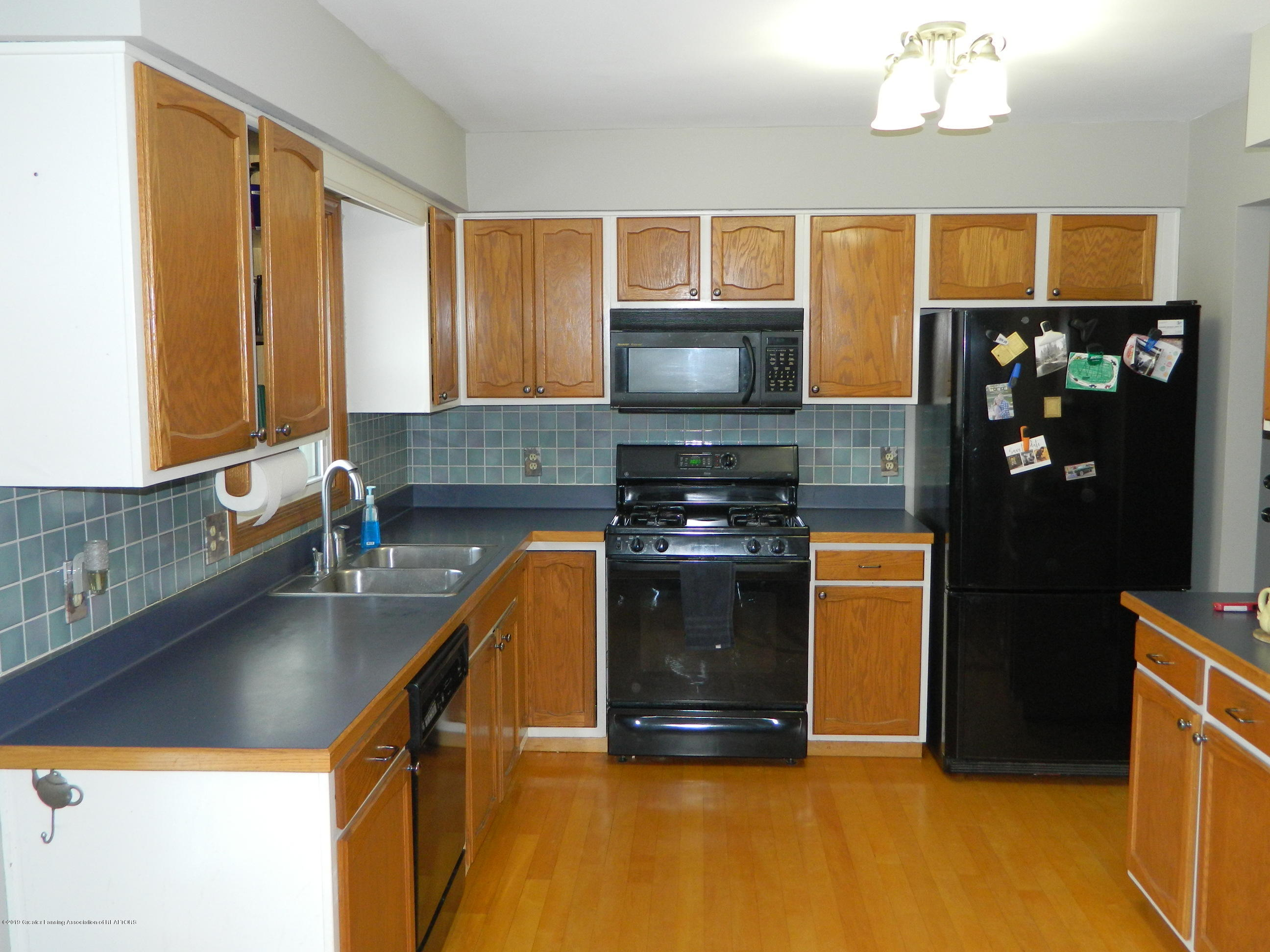 1560 Birchwood Dr - Kitchen - 4