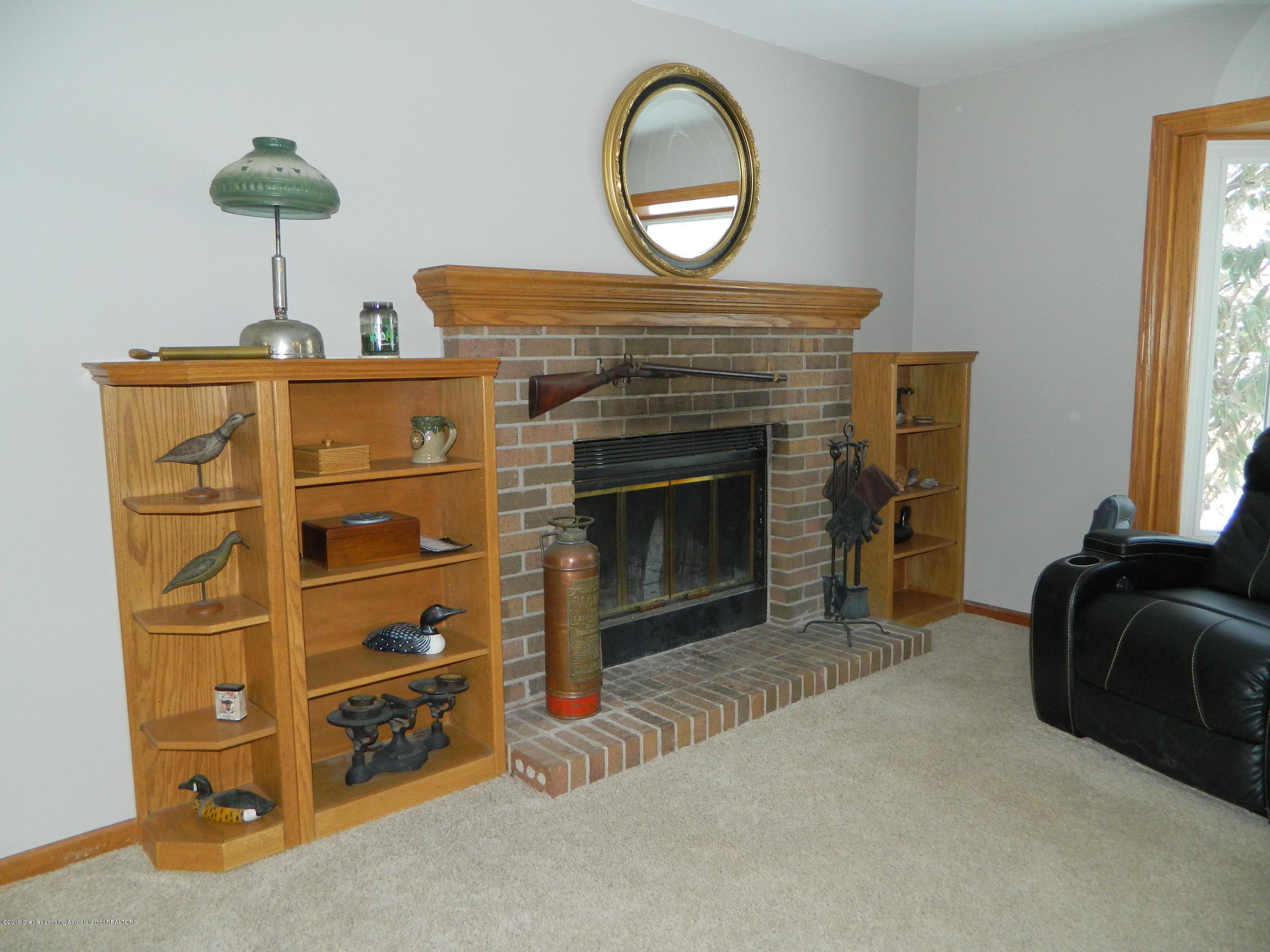 1560 Birchwood Dr - Living Room - 7
