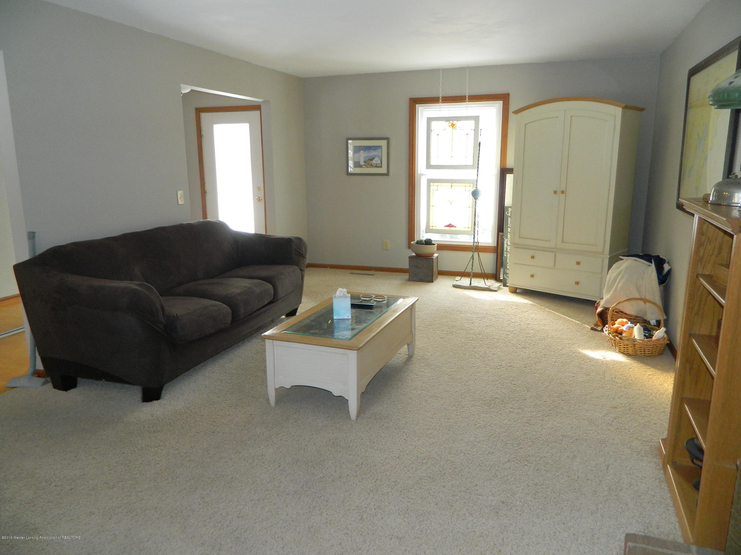 1560 Birchwood Dr - Living Room - 9