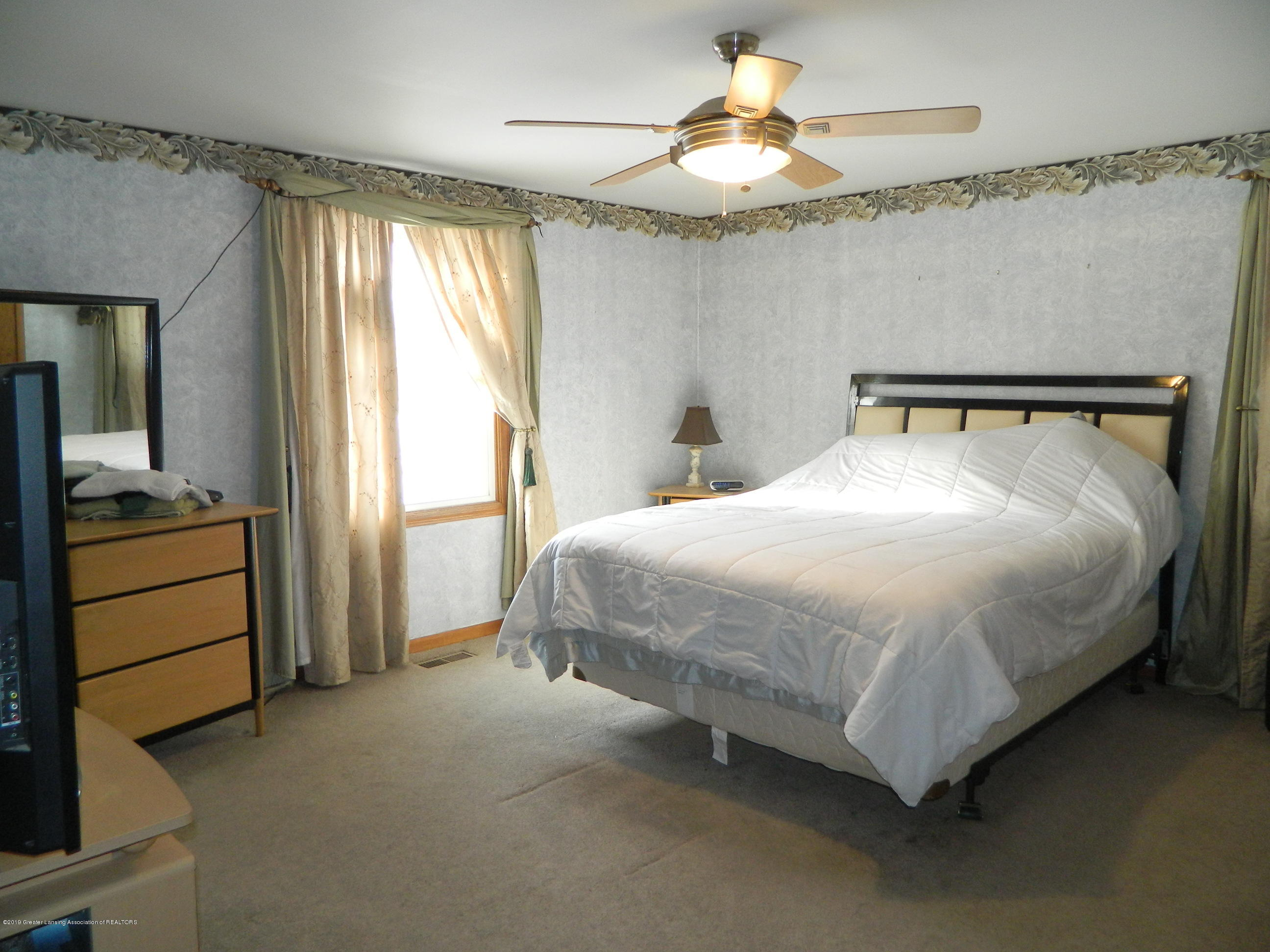1560 Birchwood Dr - Master Bedroom - 13