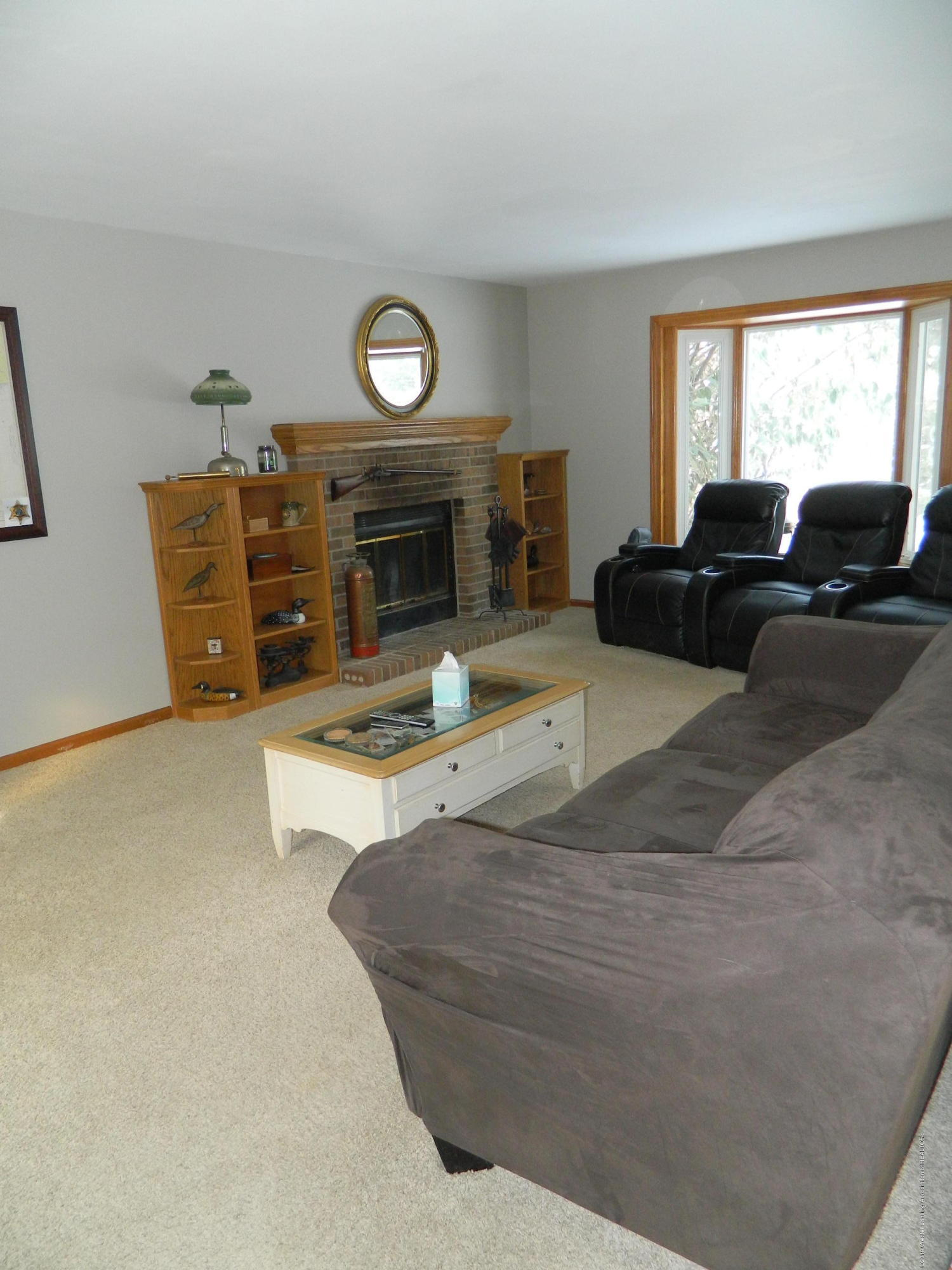 1560 Birchwood Dr - Living Room - 8