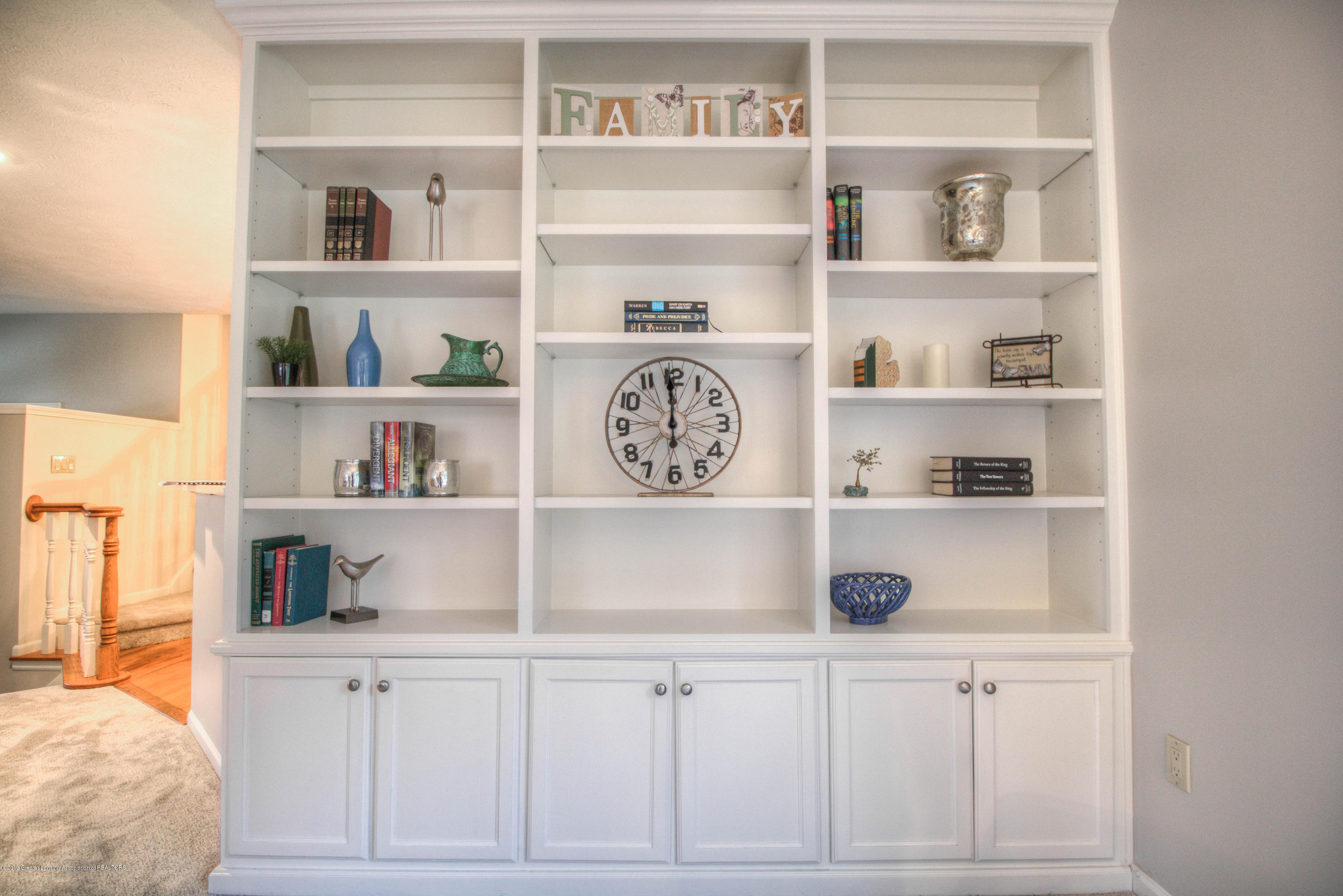 804 Sunrise Cir - Bookshelf - 12