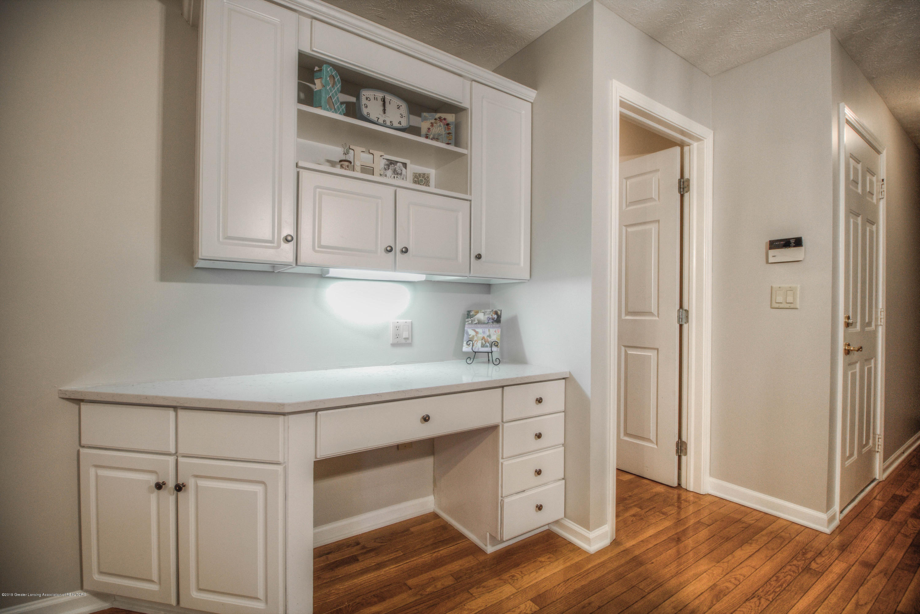 804 Sunrise Cir - Desk - 6