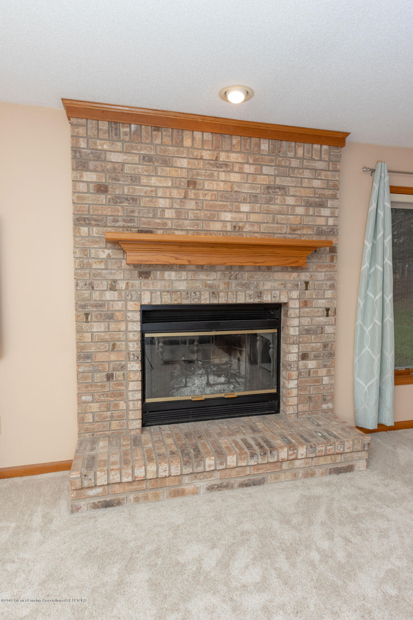 1967 Birch Bluff Dr - Family Room Fireplace - 25