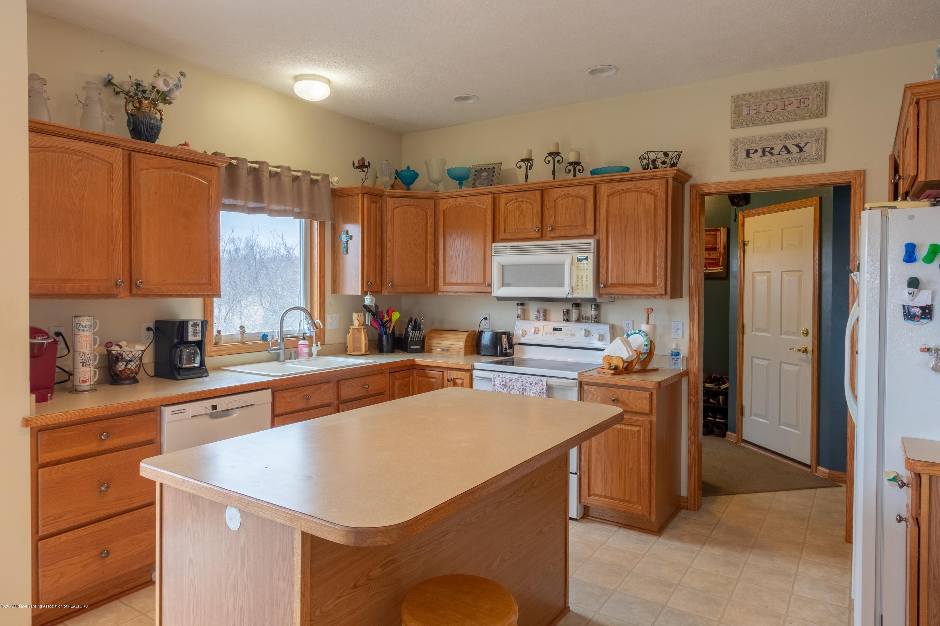 6121 W Centerline Rd - Kitchen - 3