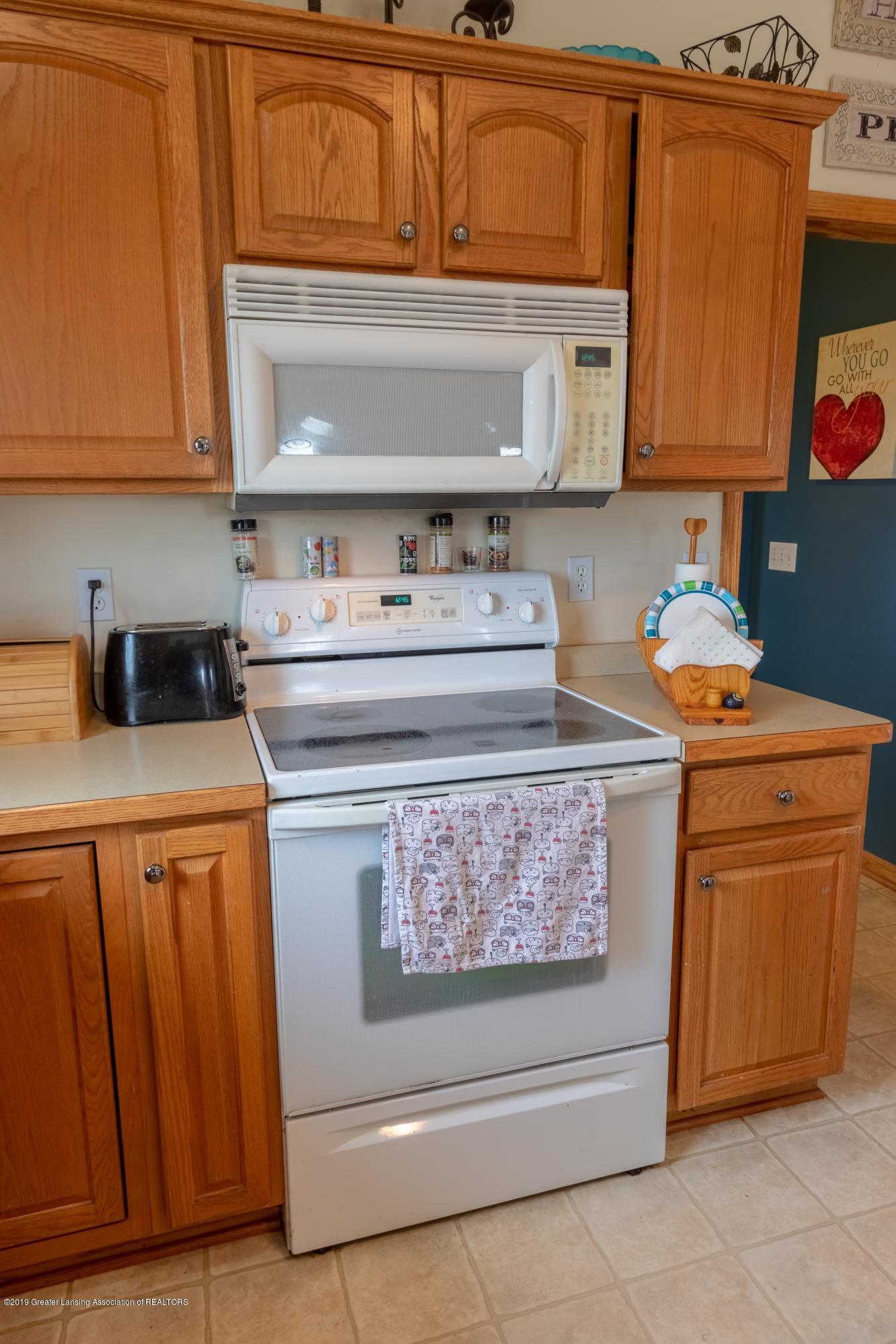 6121 W Centerline Rd - Kitchen - 5