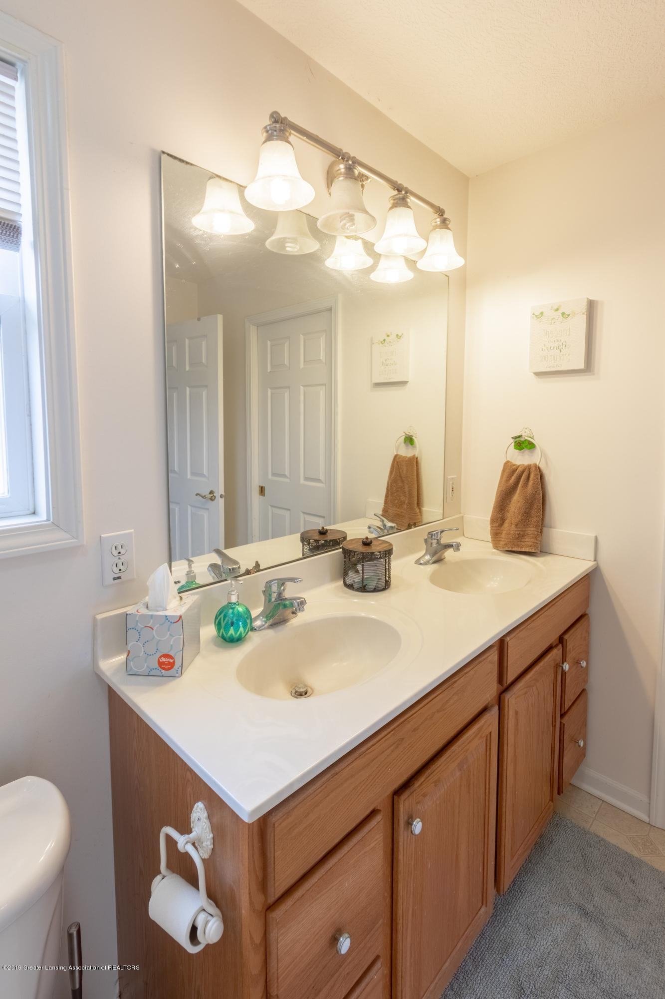 6121 W Centerline Rd - Master Bathroom - 21