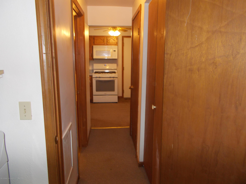 622 Hyatt St - Hallway - 11