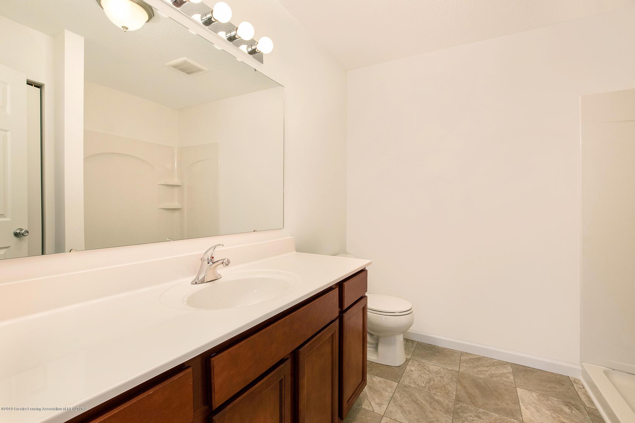 1013 Chesham - MDE022-E1600-Master Bath - 11