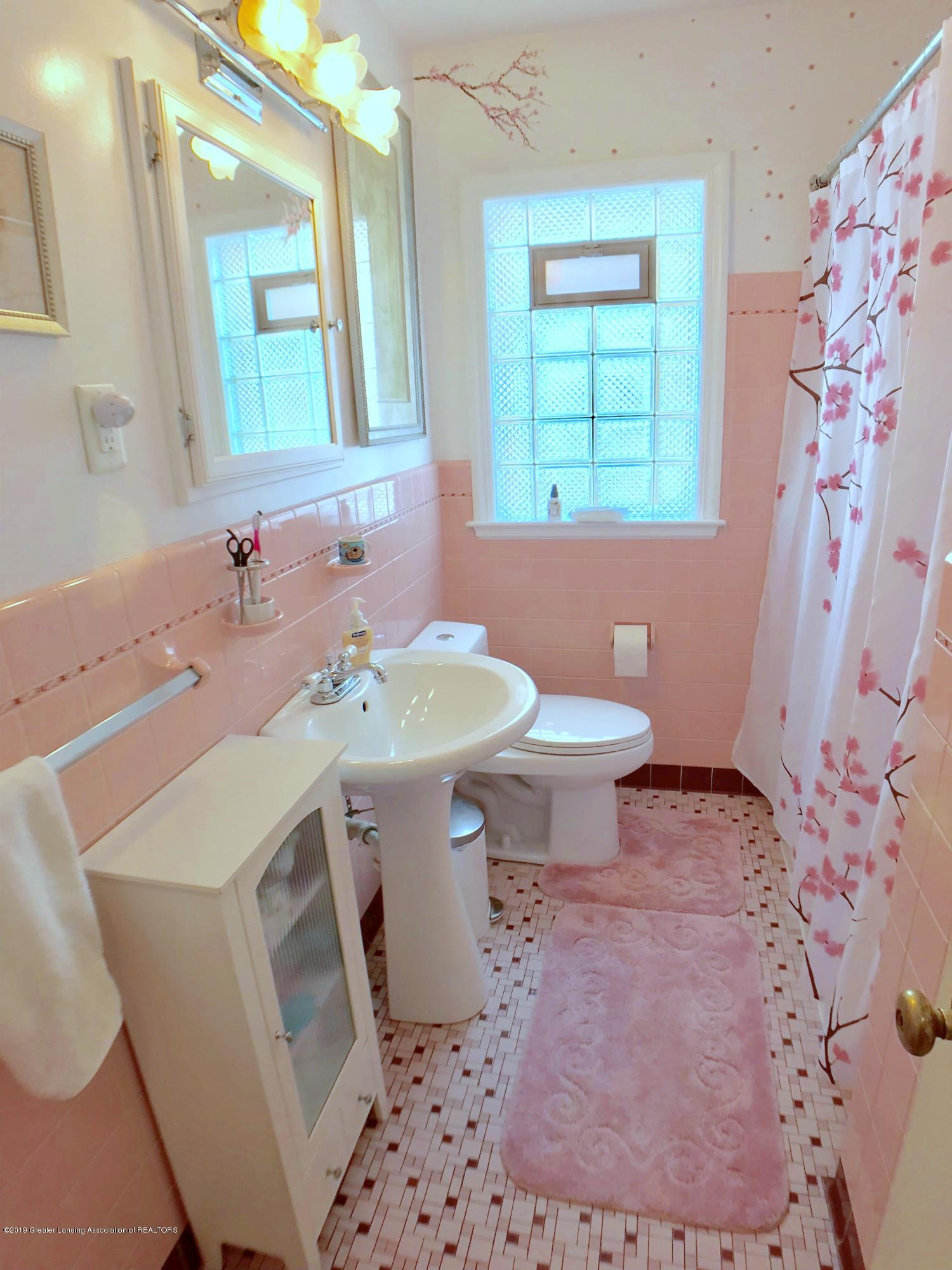 1930 Gordon Ave - Main Floor Full Bath - 13