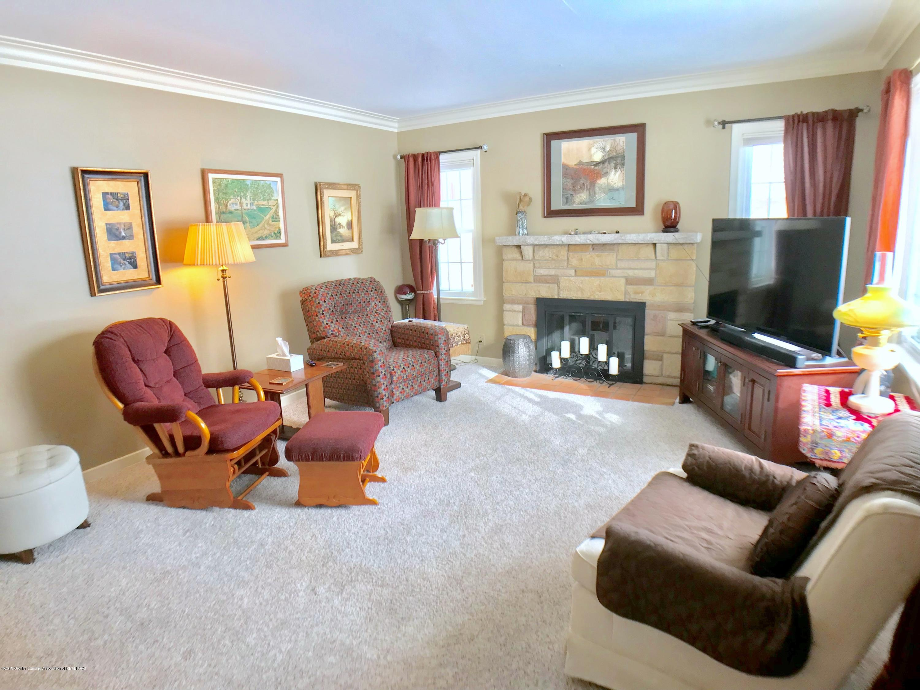 1930 Gordon Ave - Living Room - 3