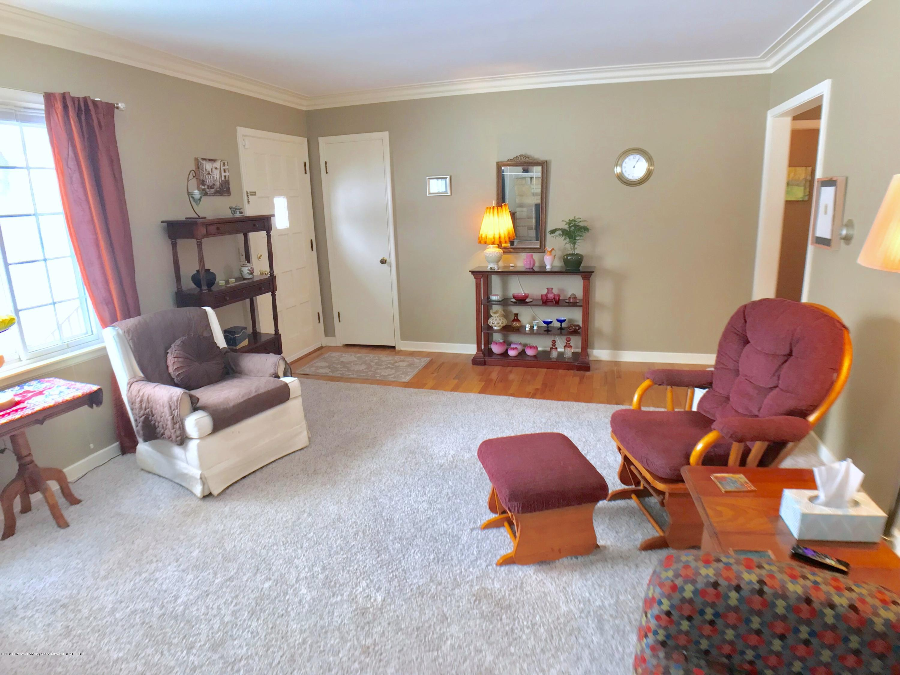 1930 Gordon Ave - Living Room - 5