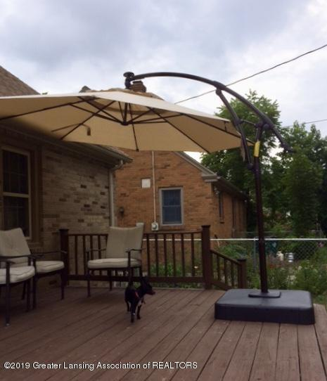 1930 Gordon Ave - umbrella for sale! - 30