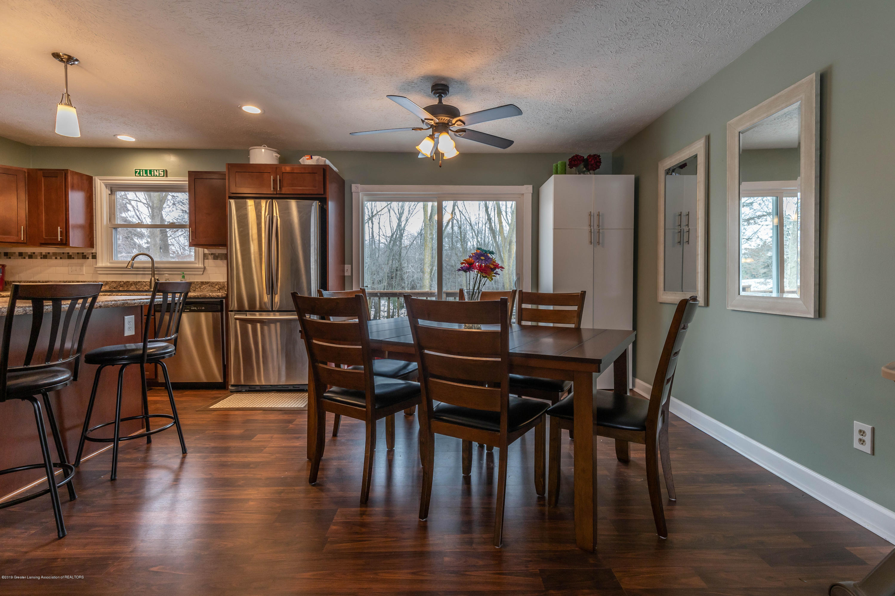 304 Riverview Dr - riverdining (1 of 1) - 12