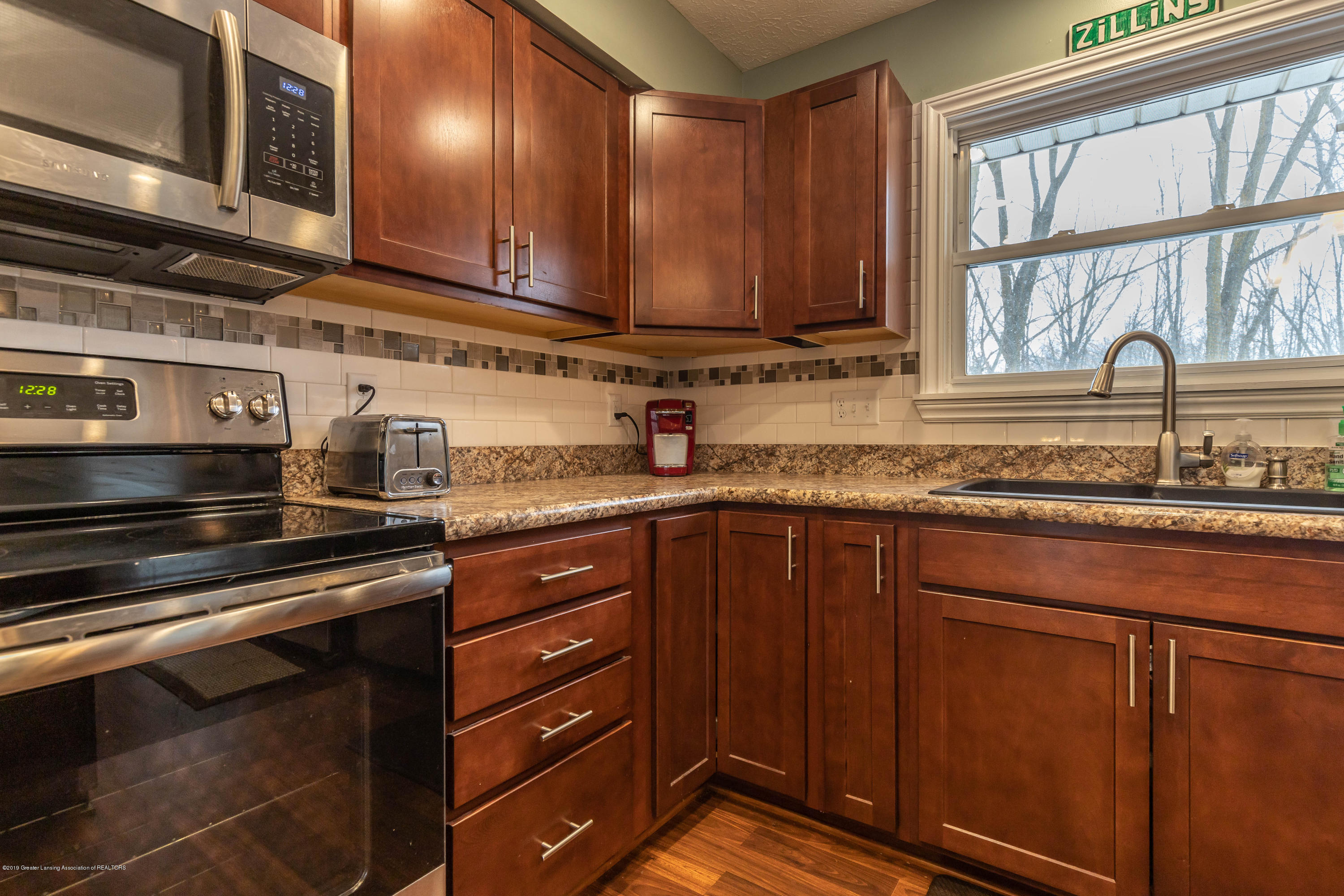 304 Riverview Dr - riverkit6 (1 of 1) - 10
