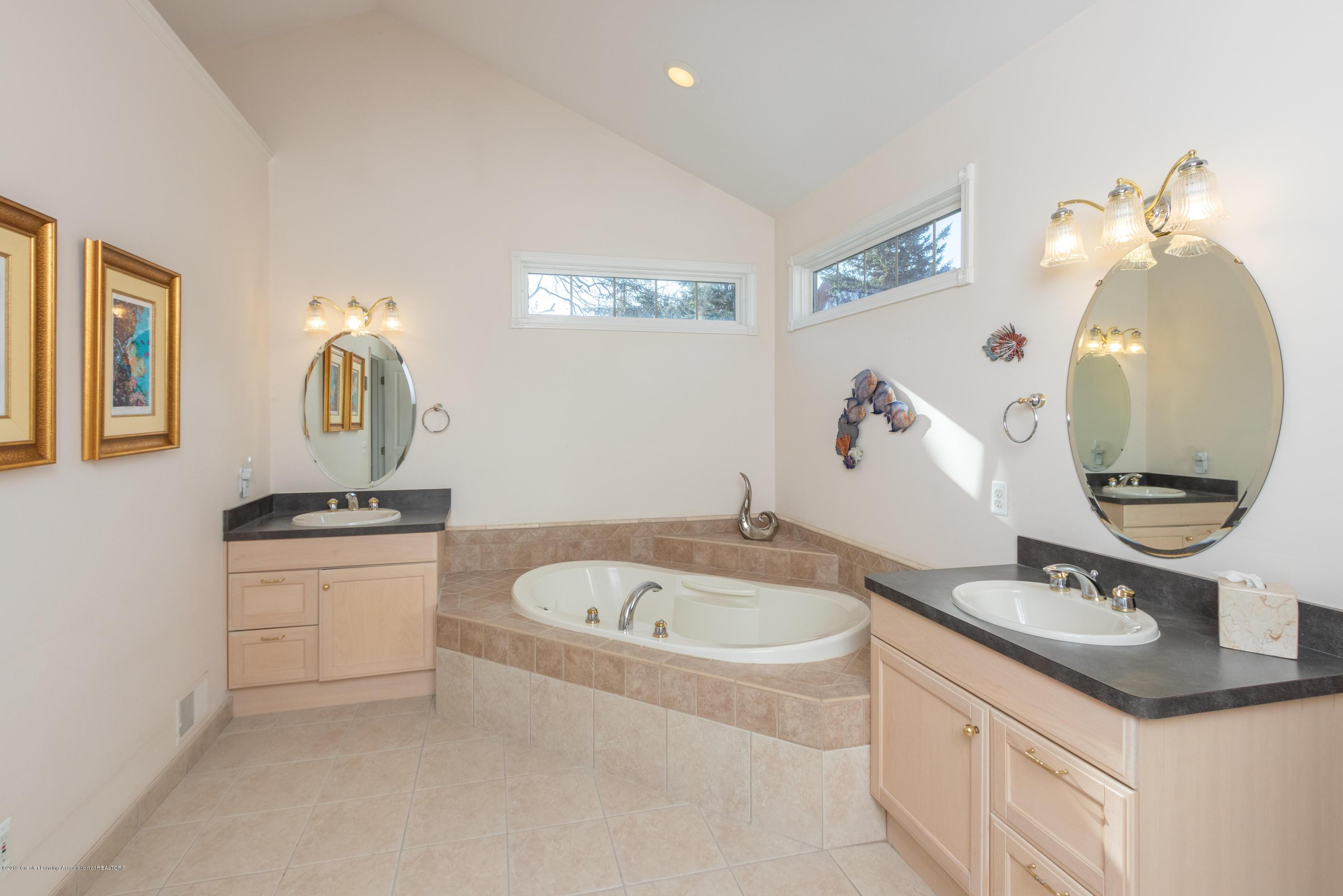 8115 Stonehedge - Master Bathroom - 32