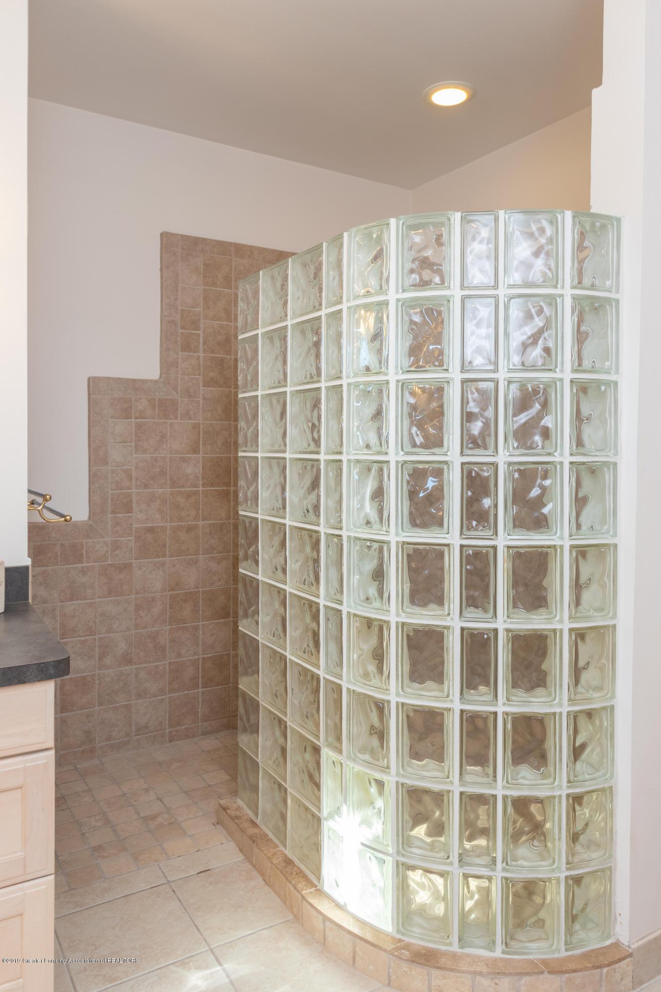 8115 Stonehedge - Walk-in Shower - 35