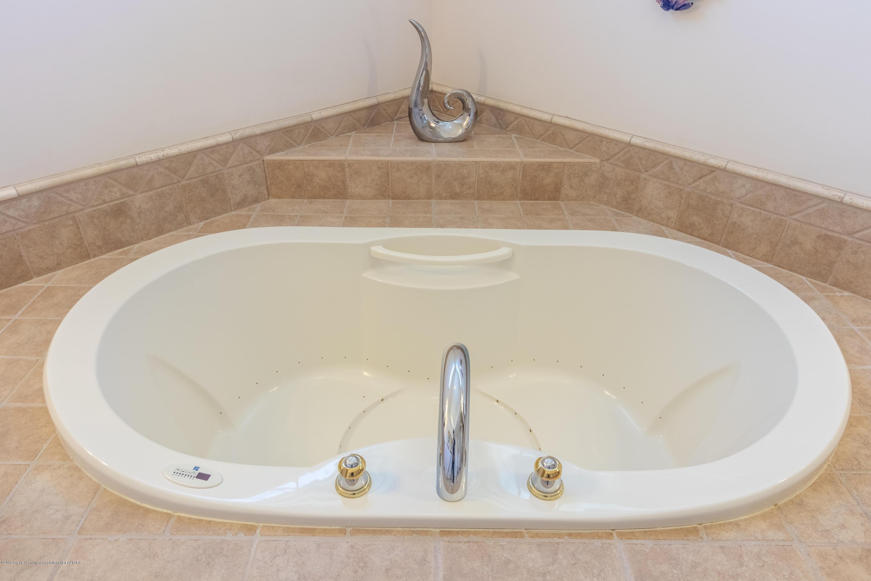 8115 Stonehedge - Bath Tub - 33