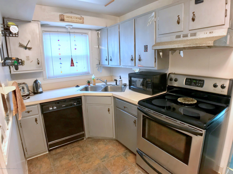 220 N Jenison Ave - Kitchen - 8