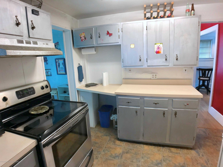 220 N Jenison Ave - Kitchen - 9