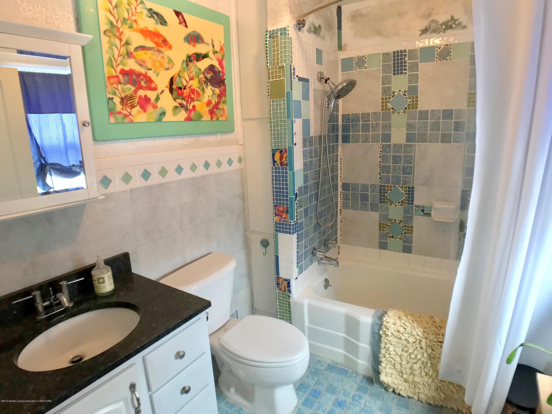 220 N Jenison Ave - Second Floor Full Bath - 15