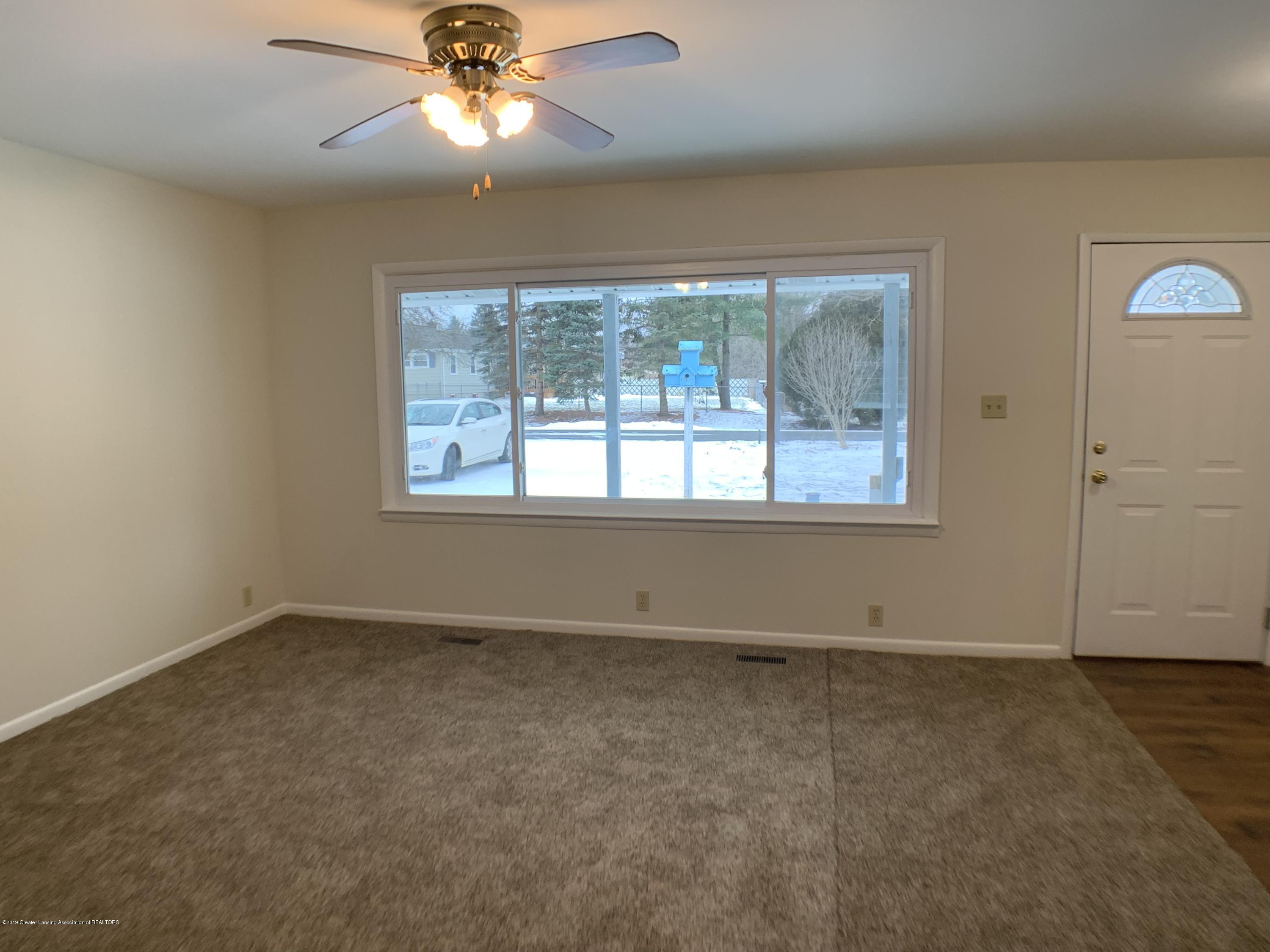 1675 Yorkleigh Dr - Living Room - 4