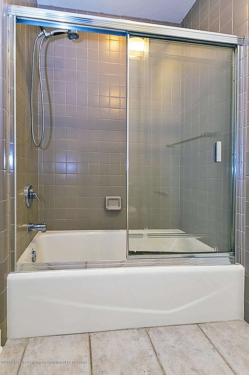 1825 Elk Ln - SHARED BATH - 20