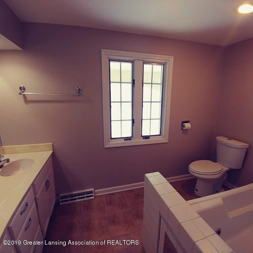 620 Pebblebrook Ln - Full Bath upper - 15