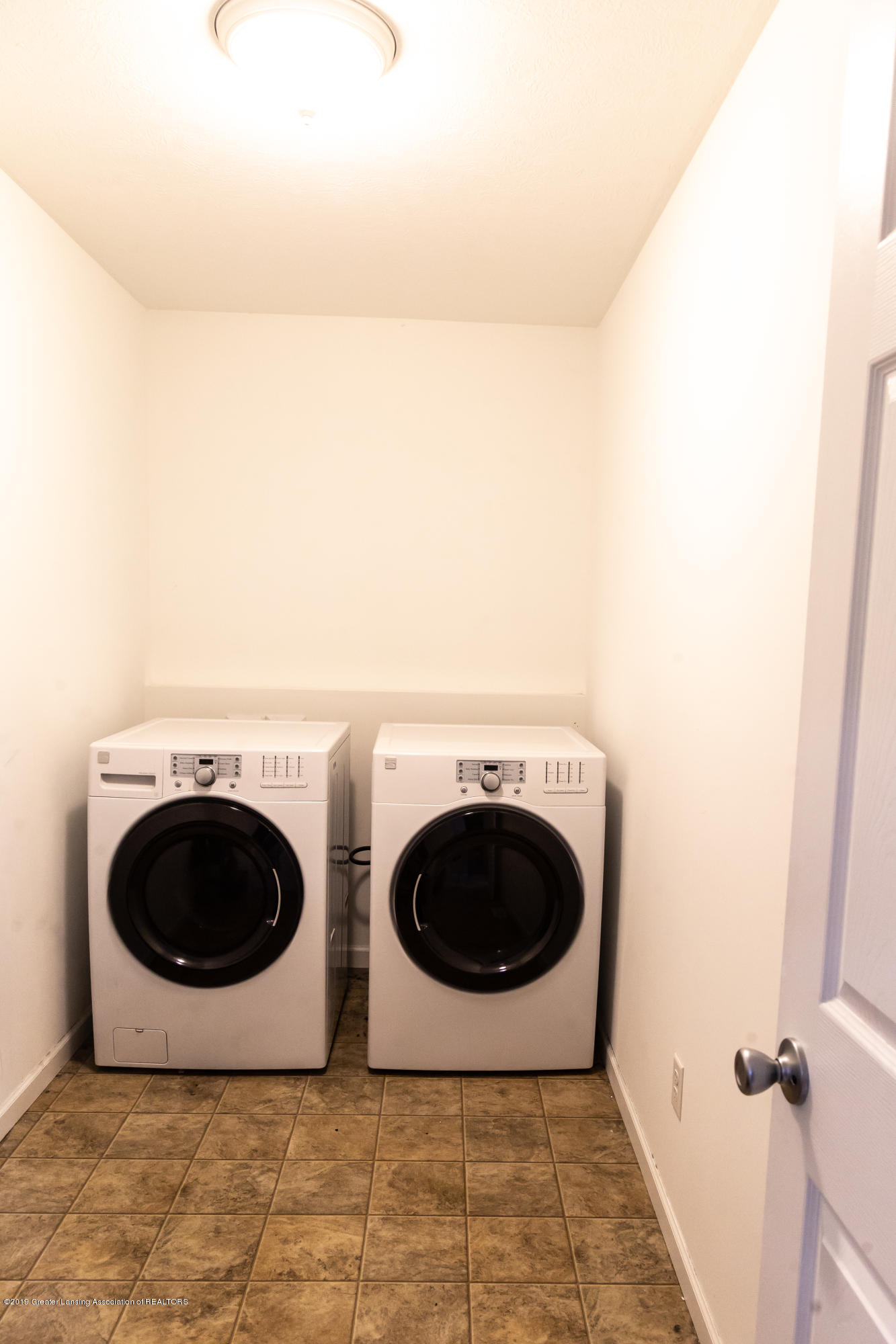 606 Nantucket Dr - 2nd Floor Laundry - 18