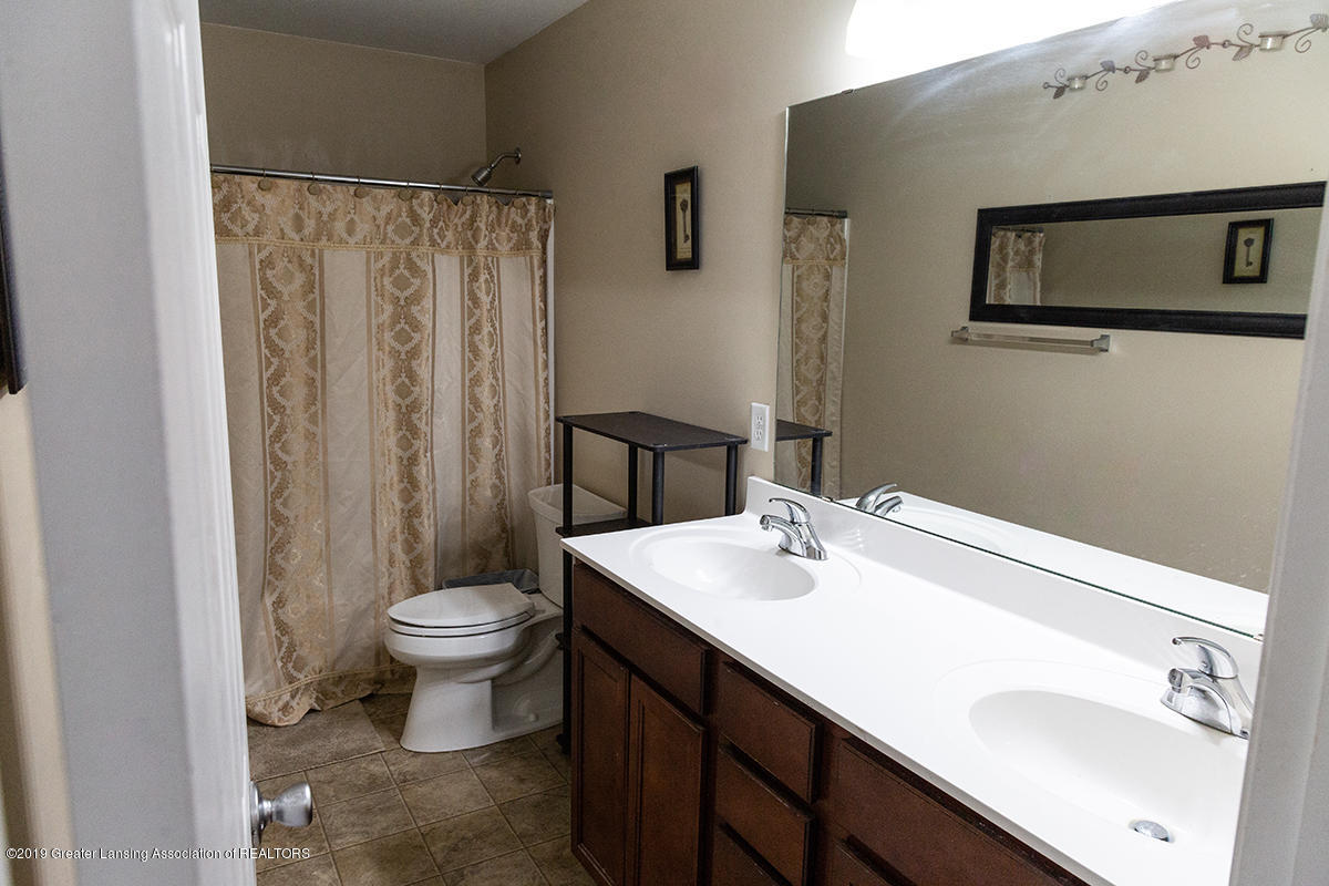 606 Nantucket Dr - 2nd Floor Full Bathroom - 15