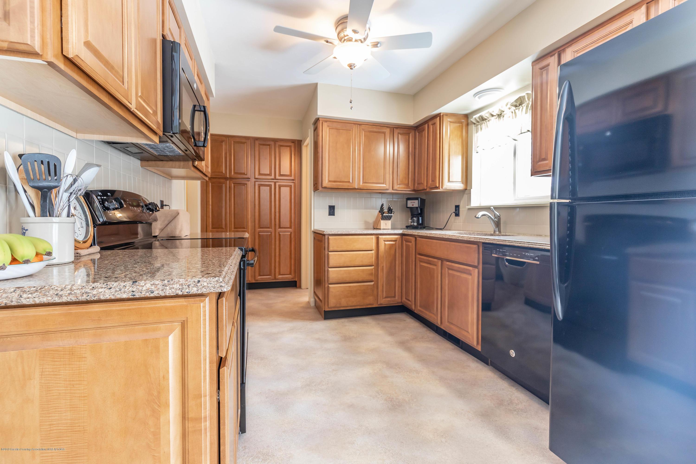 1369 W Dill Rd - Kitchen - 8