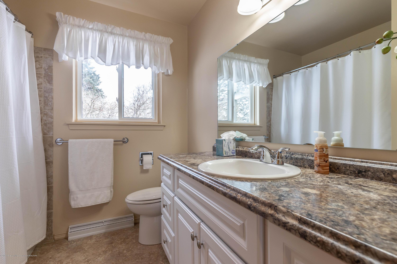 1369 W Dill Rd - Bathroom - 15